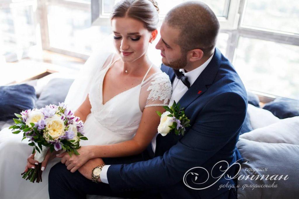 букет и бутоньерка на свадьбу фото