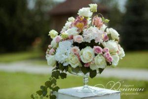 красивая цветочная композиция в вазе фото