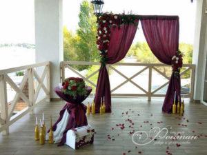 бордовая свадебная арка фото
