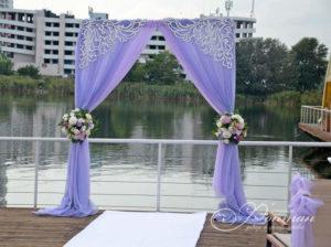 сиреневая свадебная арка фото